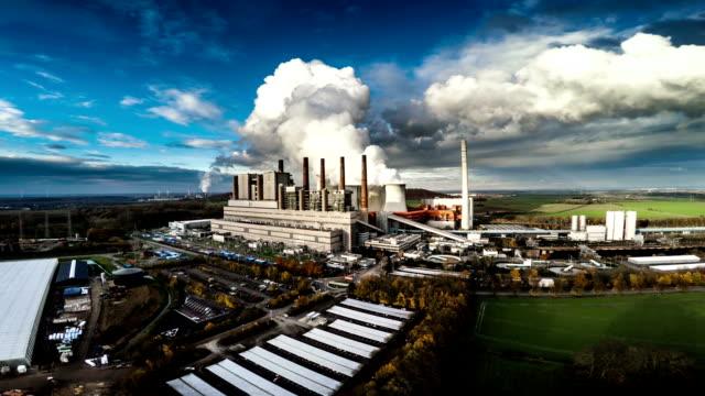 luftaufnahme: power plant - kraftwerk stock-videos und b-roll-filmmaterial