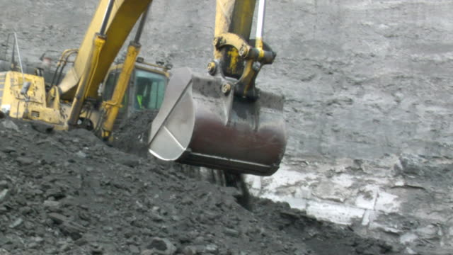 ms ts pan power shovel picking up coal and piling it up / andorra, teruel, spain - excavator stock videos and b-roll footage
