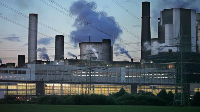 power station bei nacht - dämmerung stock-videos und b-roll-filmmaterial