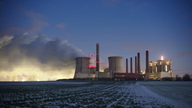 zeitraffer: power station - dämmerung stock-videos und b-roll-filmmaterial