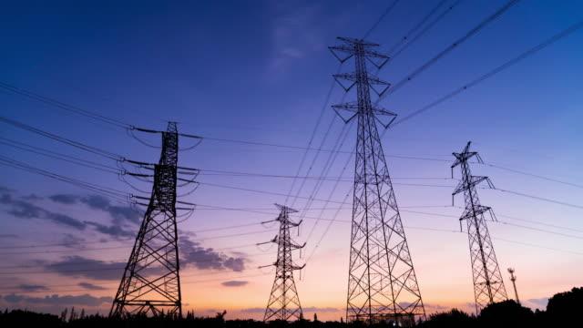 夕焼けのあるパワータワー、タイムラプス - power line点の映像素材/bロール