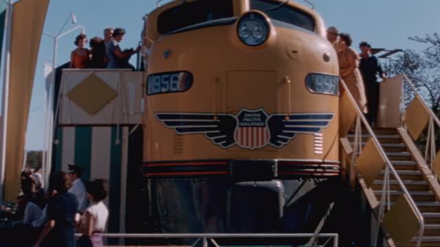 gm powerama:  trains - 1955 stock-videos und b-roll-filmmaterial