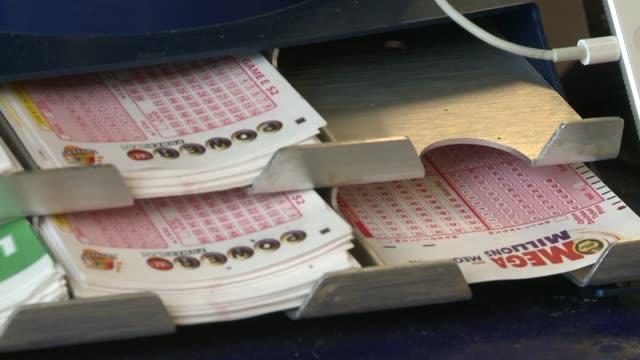 vídeos de stock, filmes e b-roll de wgn powerball lottery tickets on september 13 2013 in chicago illinois - jogo da sorte