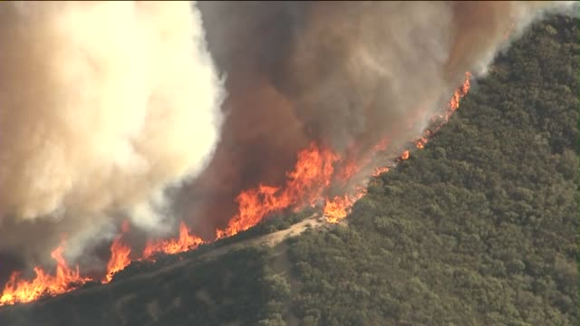 vidéos et rushes de powerhouse fire aerials - californie