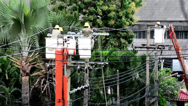 powerline workers - electricity pylon stock videos & royalty-free footage