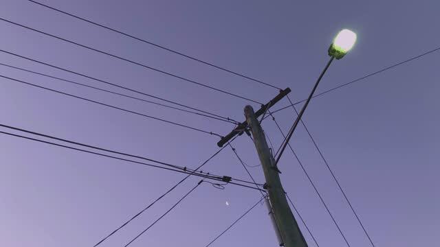 日没時の送電線 - power line点の映像素材/bロール