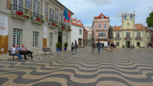 praça 5 de outubro in cascais near lisbon, portugal - カスカイス点の映像素材/bロール