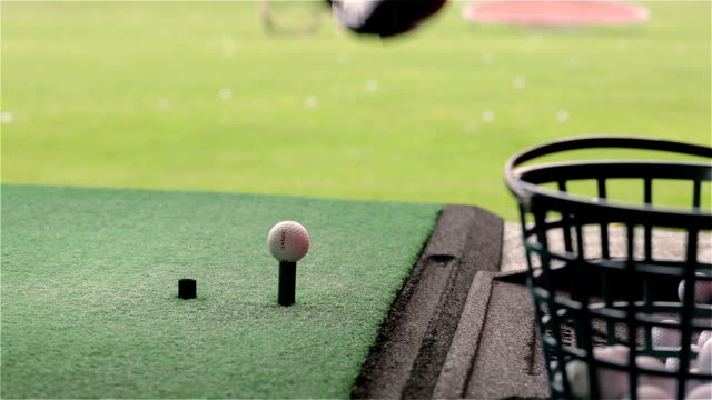 practicing with the driver - driving range stock videos & royalty-free footage