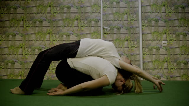 practicing yoga-power yoga - cinemanis videography stock videos & royalty-free footage