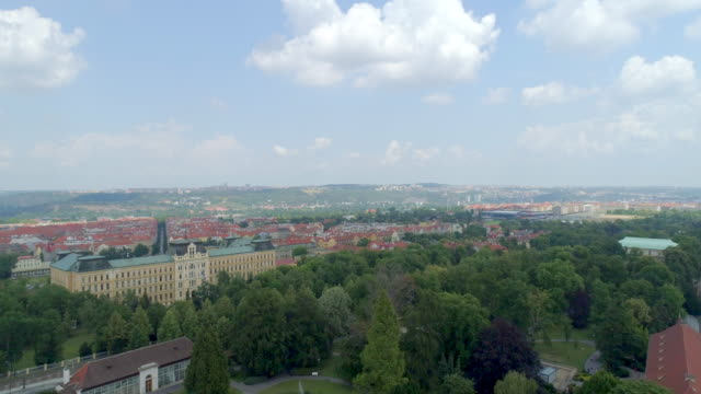 stockvideo's en b-roll-footage met prague castle aerial drone view of the castle in prague, czech republic. - koninklijk persoon