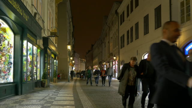 vidéos et rushes de prague celetná street in staré město - stare mesto