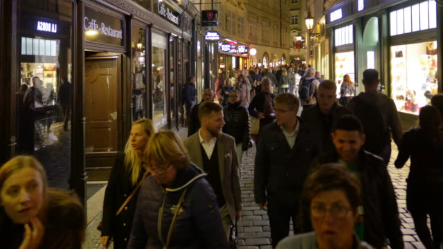 stockvideo's en b-roll-footage met prague karlova street in staré město - stare mesto