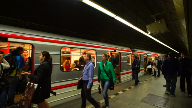 vídeos y material grabado en eventos de stock de prague metro in prague city - república checa