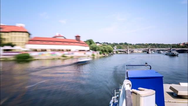 prague moldova river time lapse - chiusa di fiume video stock e b–roll