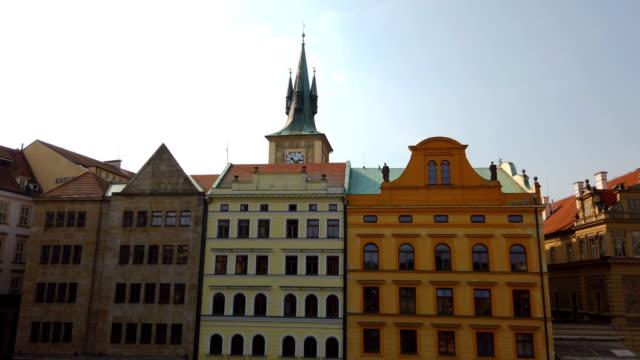 vídeos y material grabado en eventos de stock de vista a la ciudad vieja de praga - stare mesto