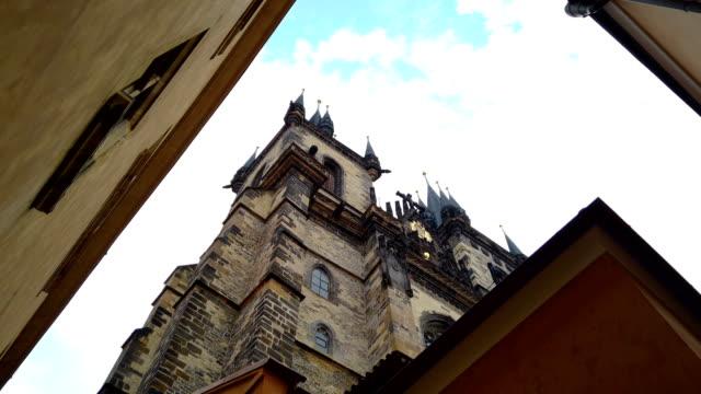 stockvideo's en b-roll-footage met prague old city view - stare mesto