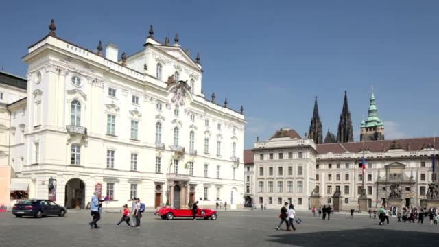 vídeos de stock, filmes e b-roll de prague - hradcany castle