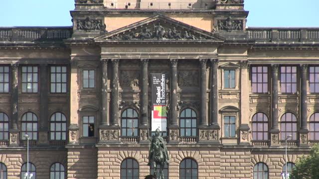 vídeos y material grabado en eventos de stock de pragueclose view of national museum in prague czech republic - cultura checa