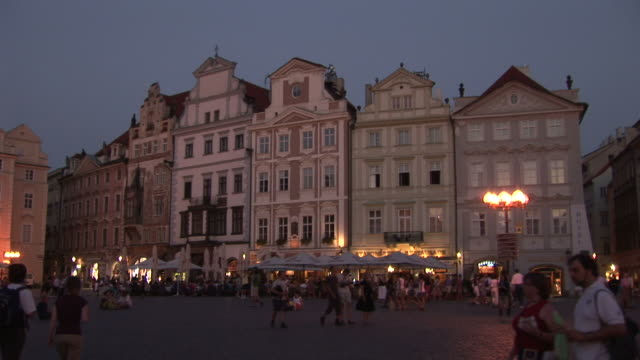pragueold town square at night in prague czech republic - altstädter ring stock-videos und b-roll-filmmaterial