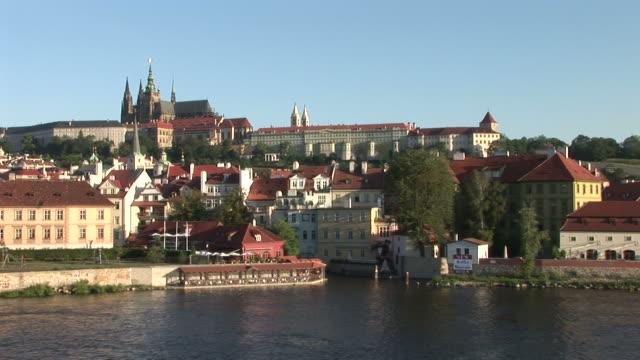vídeos de stock, filmes e b-roll de pragueview of prague castle in prague czech republic - hradcany castle