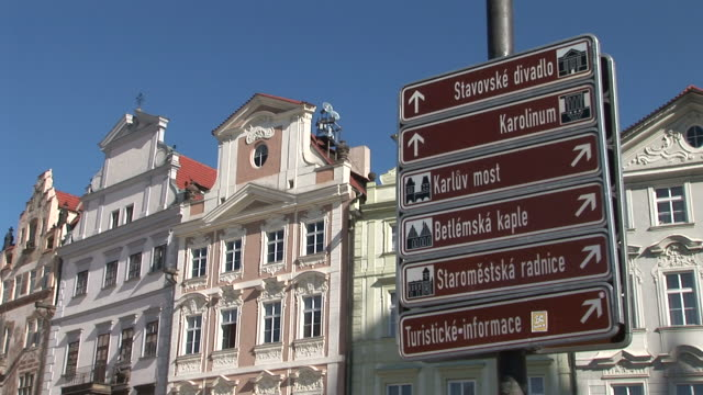 vídeos de stock, filmes e b-roll de pragueview of signboards in prague czech republic - cultura tcheca