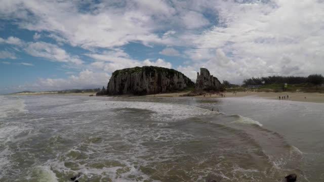 praia da guarita, torres, rs, brazil - stato di rio grande do sul video stock e b–roll