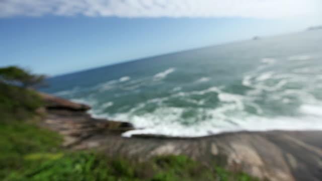 ws r/f praia de sao conrado / rio de janeiro, brazil - dissolvenza in chiusura video stock e b–roll