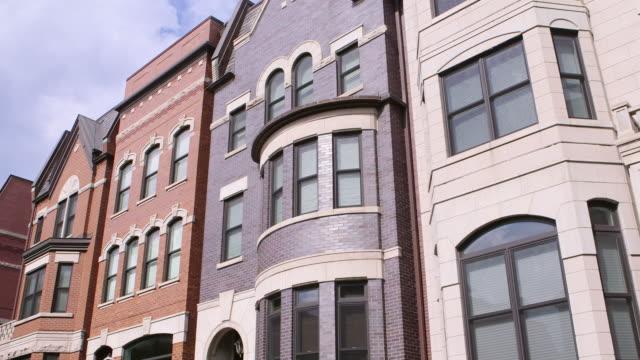 vidéos et rushes de ms pan prairie district apartments day - jour
