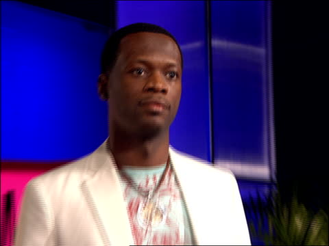 pras walking the 2007 mtv video music awards red carpet - mtv1 stock-videos und b-roll-filmmaterial