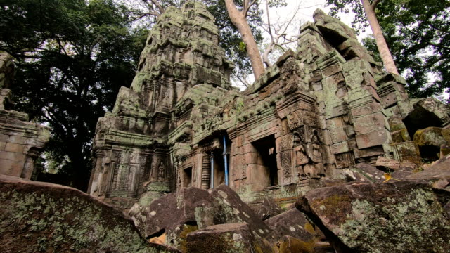 vídeos y material grabado en eventos de stock de templo prasat ta prohm, en siem reap, camboya - civilización antigua