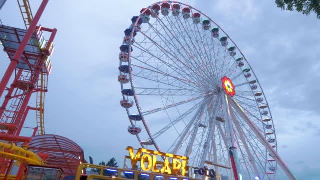 prater fairground.big wheel.angle shot - プラーター公園点の映像素材/bロール