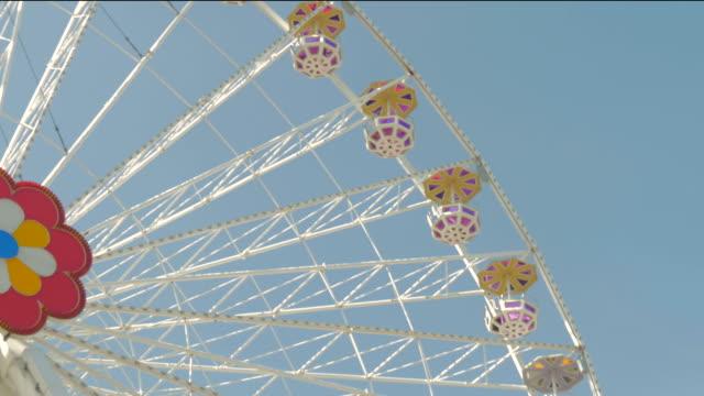 prater fairground.big wheel.c/up shot - プラーター公園点の映像素材/bロール