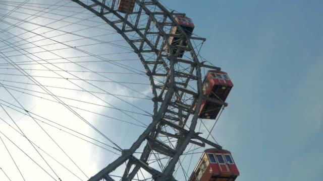 prater fairground.ferris wheel.c/up shot.day time - プラーター公園点の映像素材/bロール