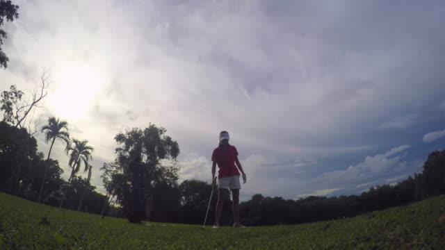 プラティックアクション - ゴルフのスウィング点の映像素材/bロール