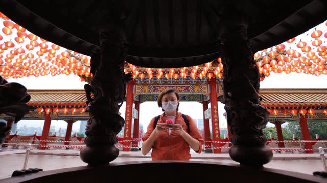vidéos et rushes de priez au temple thean hou - malaysian culture