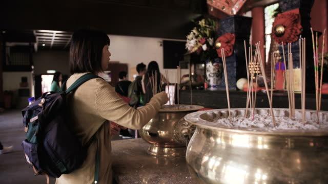 vidéos et rushes de pray - fidèle religieux