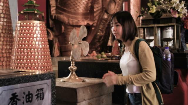stockvideo's en b-roll-footage met bidden - chinese culture
