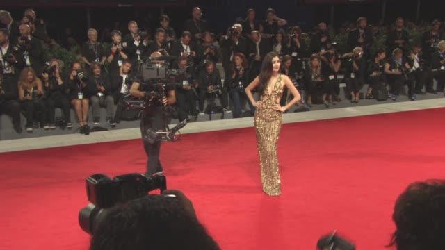 vídeos de stock, filmes e b-roll de praya lundberg at 'loving pablo' red carpet 74th venice international film festival at palazzo del casino on september 05 2017 in venice italy - festival de cinema