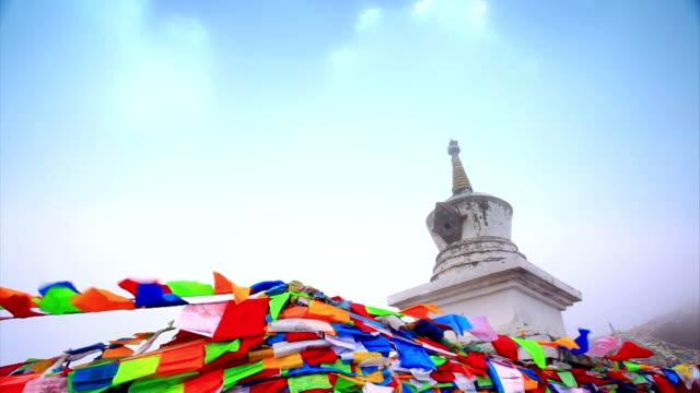 祈りとホワイトタワー - 宗教上のシンボル点の映像素材/bロール