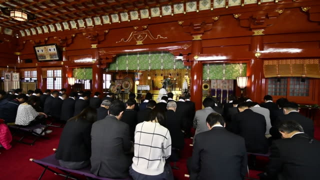 prayer offerings at kanda shrine on the first business day of the year in tokyo, japan on friday, january 4, 2019. japan's benchmark bond yield fell... - コイントス点の映像素材/bロール