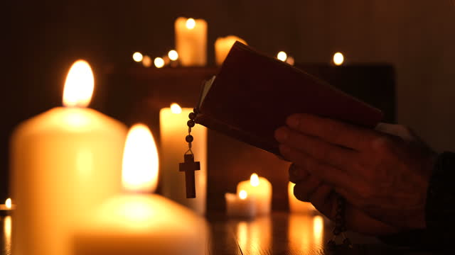 preghiera - candlelight video stock e b–roll