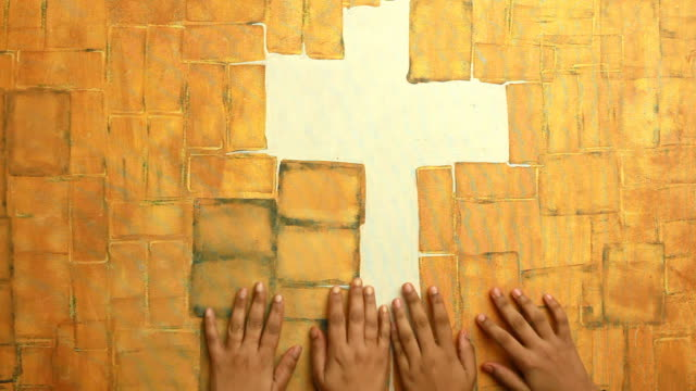 stockvideo's en b-roll-footage met praying hands seeking god presence with a cross sign - apostel
