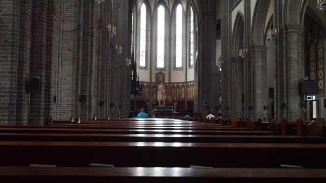 stockvideo's en b-roll-footage met praying people at the myeongdong catholic cathedral(the first cathedral church in the south korea) - altaar