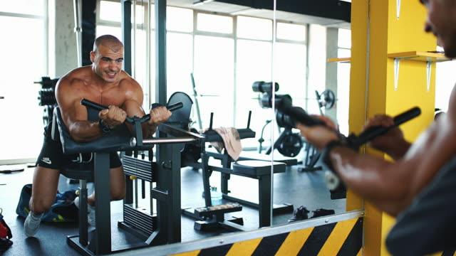 Prediker biceps curl oefening.