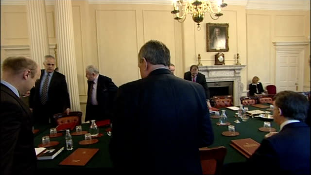 cabinet meeting england london downing street throughout*** table in cabinet room / jacqui smith mp and lord mandelson along into room / various... - hilary benn stock-videos und b-roll-filmmaterial