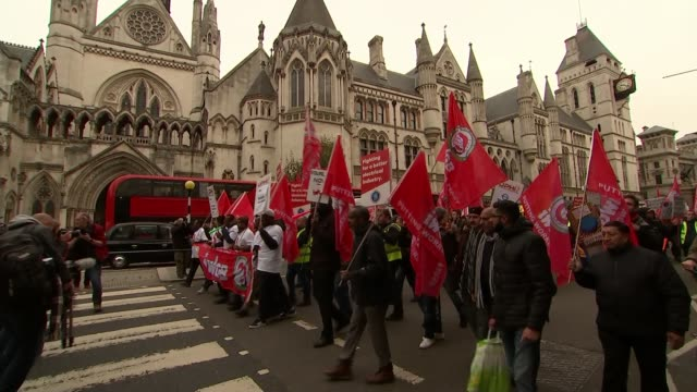 vídeos y material grabado en eventos de stock de precarious workers march as uber begins appeal against driver's rights to minimum wage; uk, london; uber drivers and precarious 'gig economy' workers... - finanzas y economía