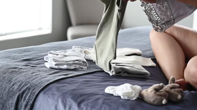 vidéos et rushes de grossesse 101: toujours être prêt - salle attente