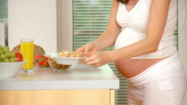 hd :妊娠とお食事 - 妊娠中の健康管理点の映像素材/bロール