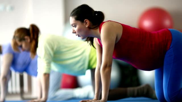 gravidanza esercizi. - pilates video stock e b–roll