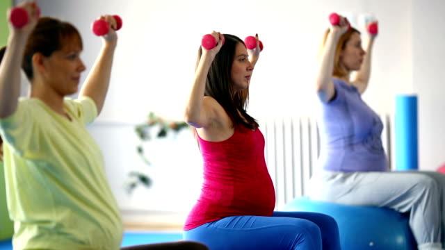vídeos de stock e filmes b-roll de gravidez exercícios. - lightweight